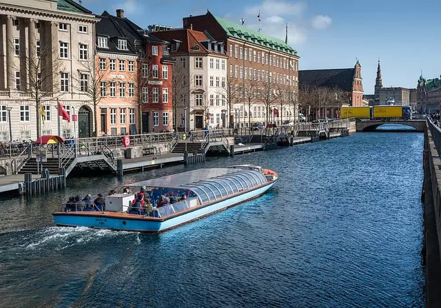 A boat tour along the canal in Copenhagen