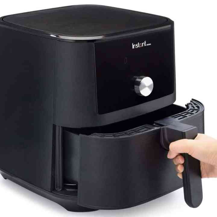 Hand Pulling out the cooking basket of the Instant Pot Vortex Air Fryer