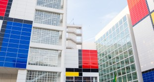 Richard Meier's city hall in the Hague transformed into the world's largest mondrian painting