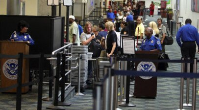 picture of customs line at FLL airport