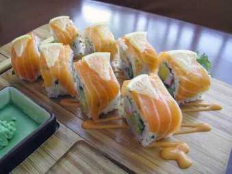 Hiro Japanese Sushi roll image