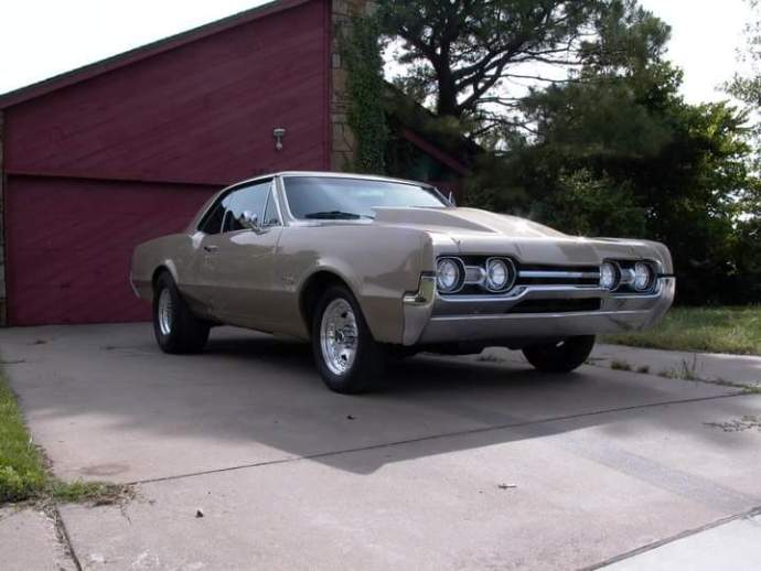 Chris's 1967 Oldsmobile 442 - Front