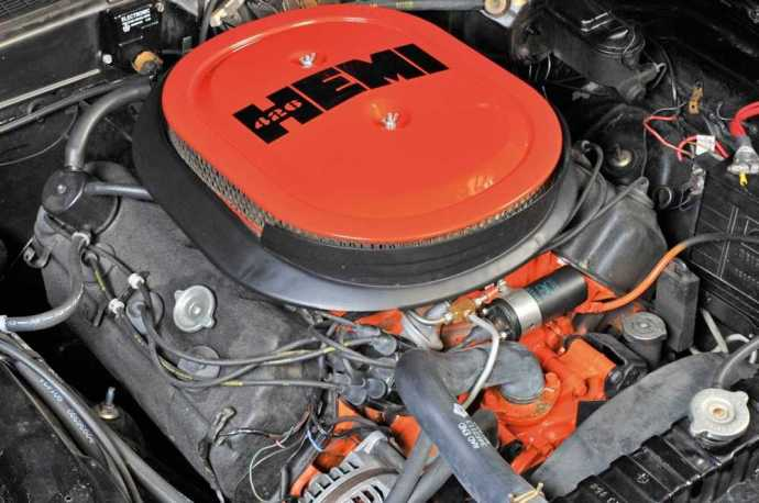 Chrysler 426 Hemi Engine Bay