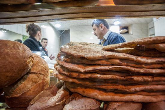 Istanbul, negozio di pane a Balat
