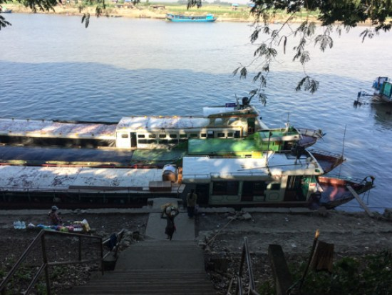 Navigare sul fiume Irrawaddy. Qui siamo a Bhamo, la cittadina del Nord dove partono le barche dirette a Katha e Mandalay. Photo Giorgiana Scianca, Wowthewold