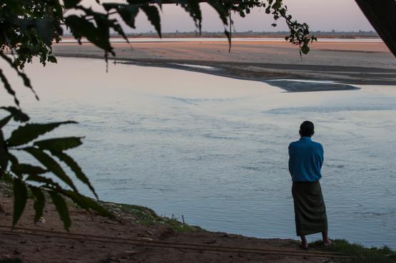 Un tramonto sull'Irrawaddy visto da Katha, Birmania del nord.