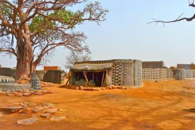 Tiébélé village - in Burkina Faso - Sui generis decorative work - by Rita Willaert/Flickr