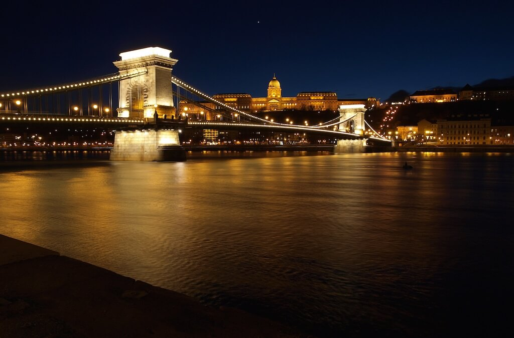 Chain Bridge, Budapest - by Andras Jozsa:Flickr