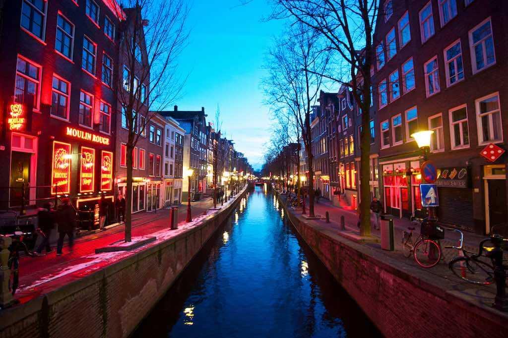 De Wallen, Amsterdam - by Eugene Phoen:Flickr