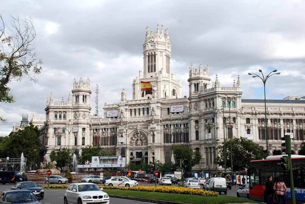 La Plaza de Cibeles, Madrid - by Cristiano Maia/Flickr