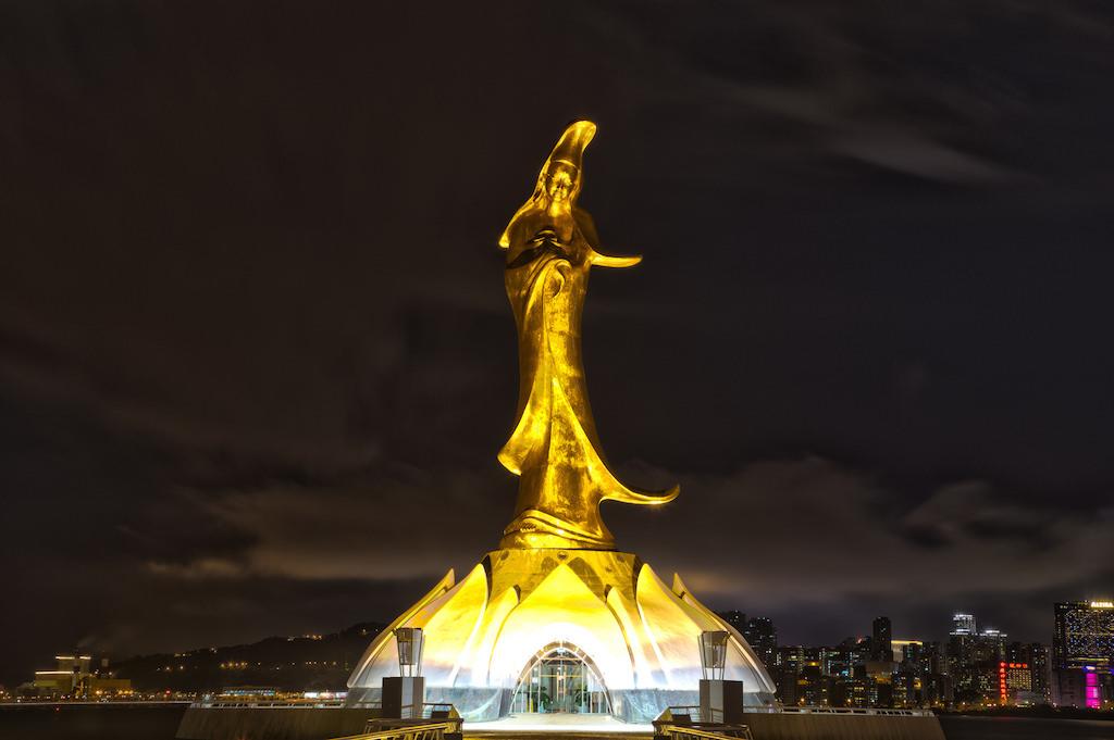 Kun Iam Statue, Macau - by Global Reactions:Flickr