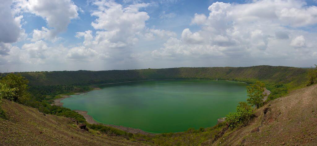 Lonar Crater Lake - by Aditya Laghate - _thinrhino:Flickr