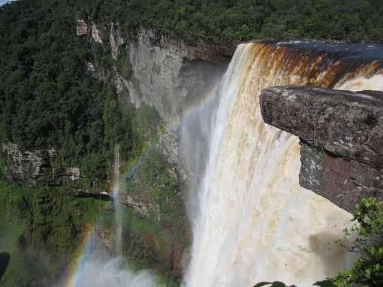 Kaieteur Falls, Guyana - by Rapid Travel Chai photos:Wikimedia