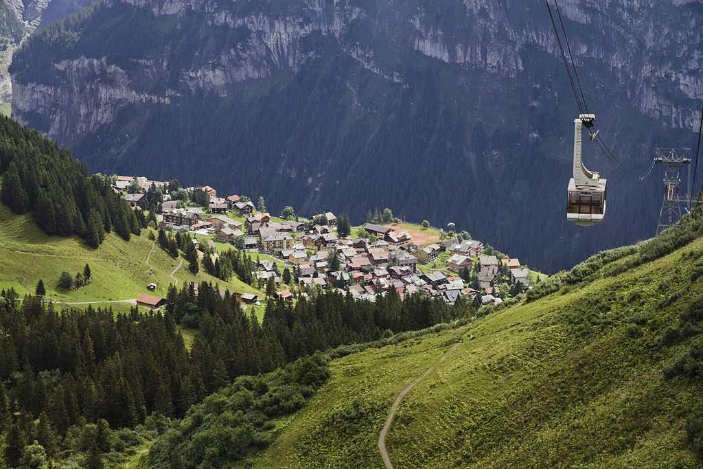Mürren, Switzerland - by Ximonic (Simo Räsänen):Wikimedia