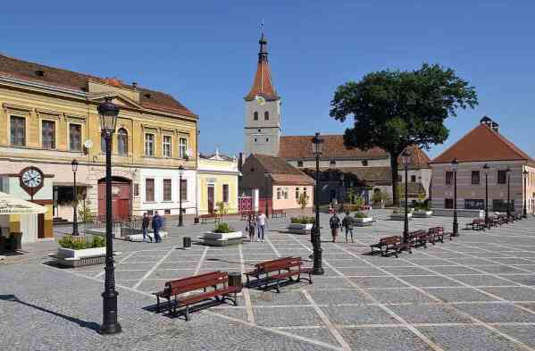 Main Square, Rasnov, Romania - by Pudelek:Wikimedia