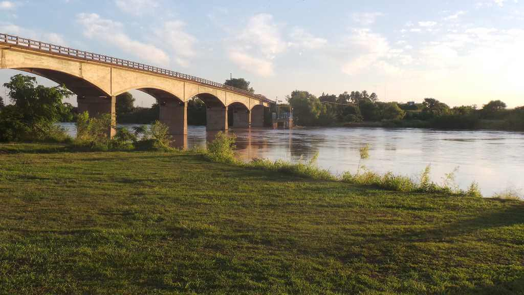Puente Libertad,(Argentina-Uruguay) -by Angelafij/Wikimedia.org