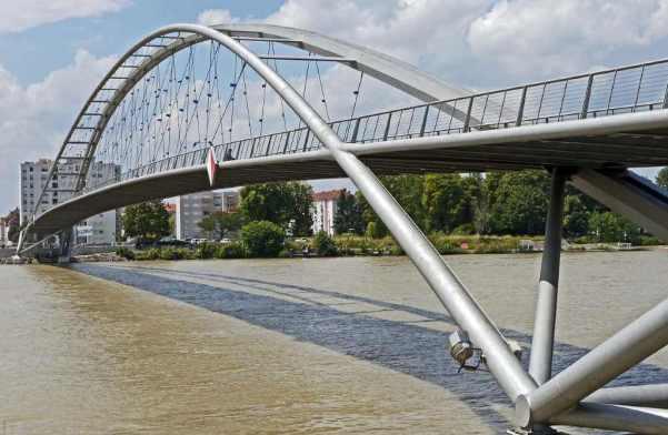 Three Countries Bridge(Germany-Switzerland-France) -by hpgruesen/Pixabay
