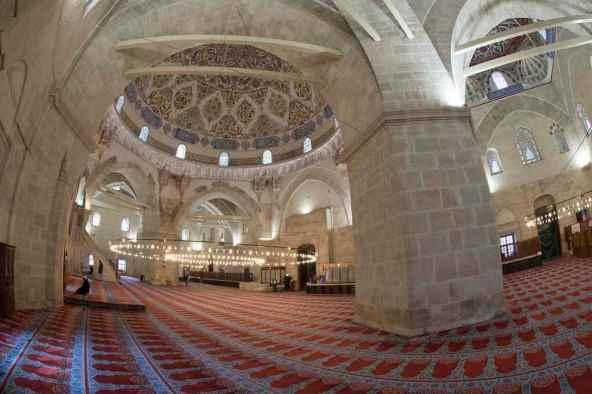 Uc Serefeli Mosque -by Dosseman/Wikimedia.org