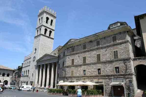 Church of Santa Maria Sopra Minerva -by Benjamin/Flickr.com