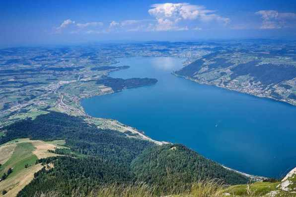 Lake Zug -by algorino/Pixabay.com