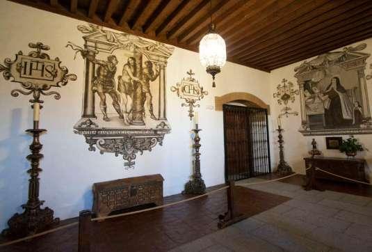 Monasterio de la Encarnación -by Lawrence OP/Flickr.com