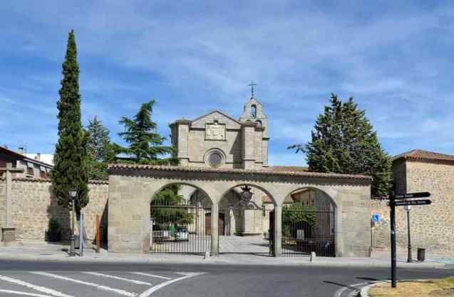 Monastery of Saint Tomas -by Selbymay/Wikimedia.org