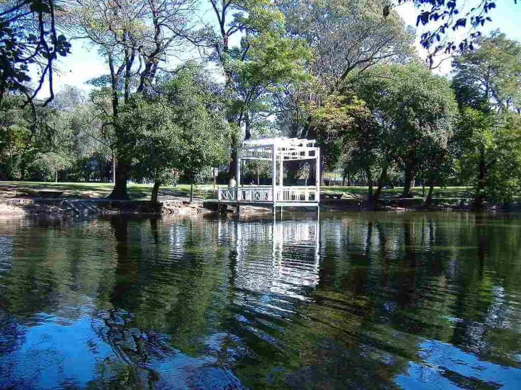Sarmiento Park -by Pablo D. Flores/Wikimedia.org