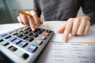 avaliador-calculando-a-avaliacao-de-empresa