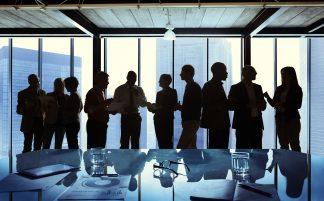 foto-de-gestor-e-sua-equipe-seguindo-as-dicas-de-gestao-empresarial