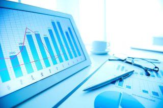 foto-de-graficos-e-tabelas-representando-uma-analise-para-definir-a-hora-de-vender-seu-negocio