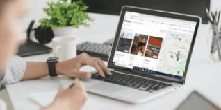 foto-de-pessoa-diante-de-seu-computador-no-site-da-buyco-para-anunciar-sua-empresa