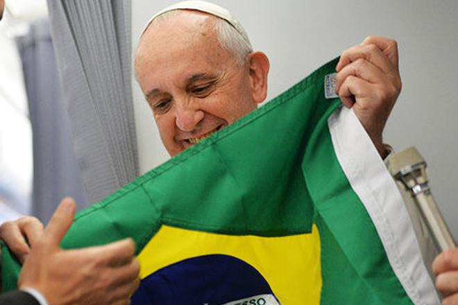 Resultado de imagem para Bandeira brasileira e o papa