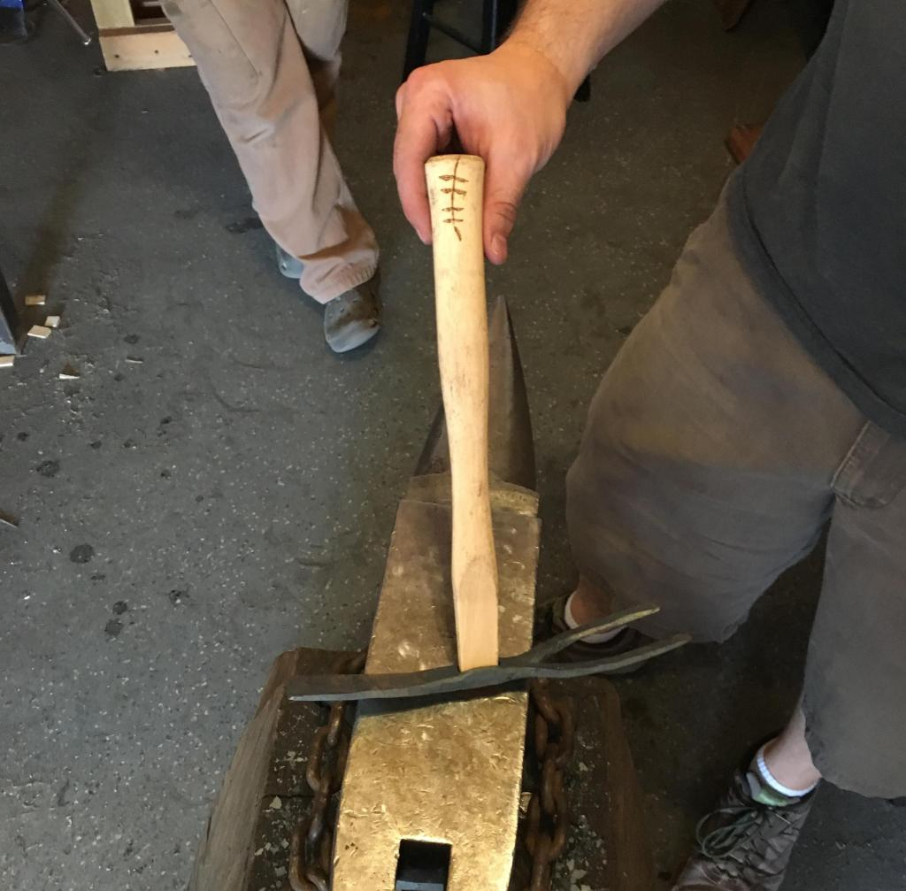 A finished garden tool, with the olive branch logo visible on the handle.