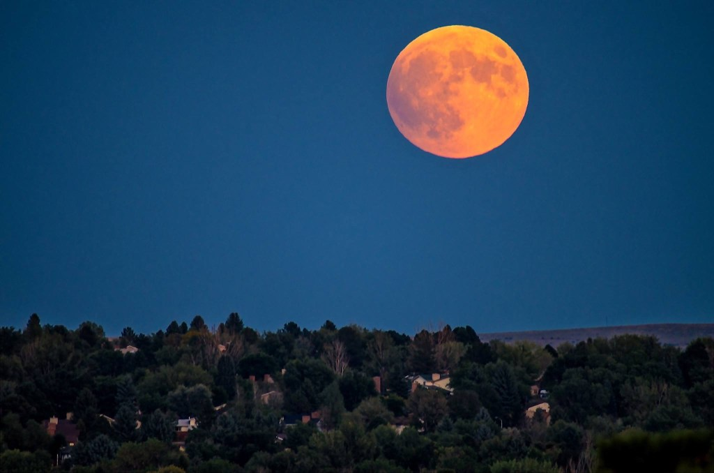 Look, up in the sky... it's Super Moon! But don't tell astronomers that.