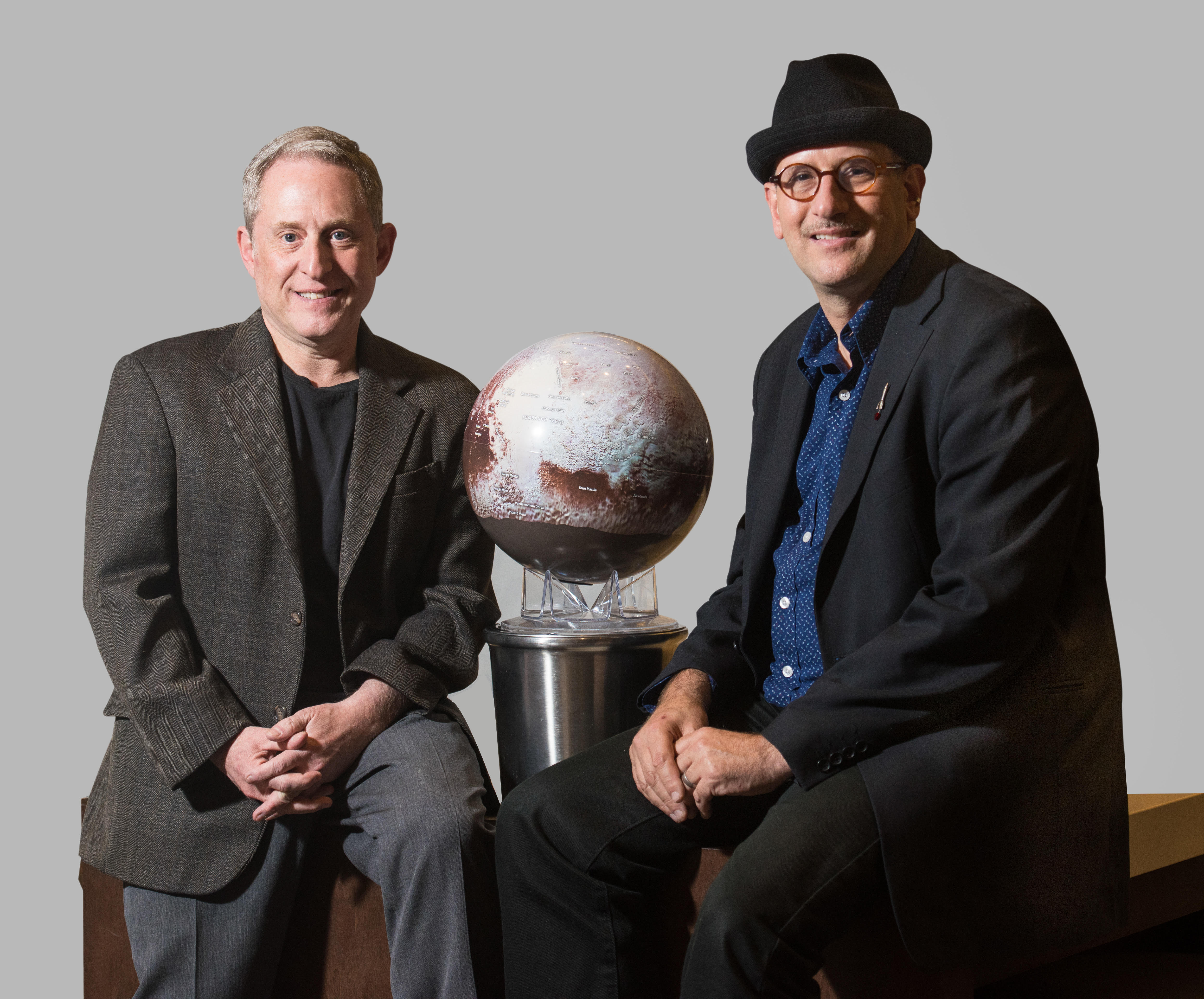 """<p>The """"Chasing New Horizons"""" authors, mission directorAlan Stern (left) and <span style=""""color: rgb(64, 69, 64);"""">planetary scientist</span>David Grinspoon.</p>"""
