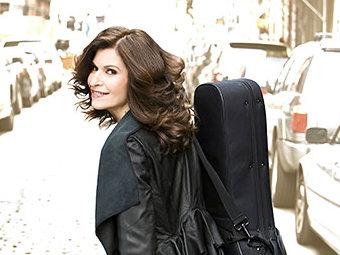 <p>Guitarist Sharon Isbin</p>