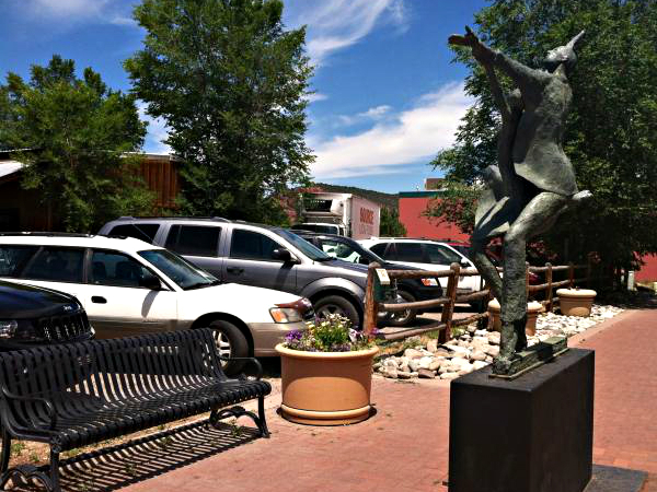 """<div>In June, Carbondale became a candidate for the state's Creative District program. Carbondale's """"Art Around Town""""<span style=""""line-height: 1.66667em;"""">public art program</span><span style=""""line-height: 1.66667em;"""">helped it earn that designation.</span></div>"""