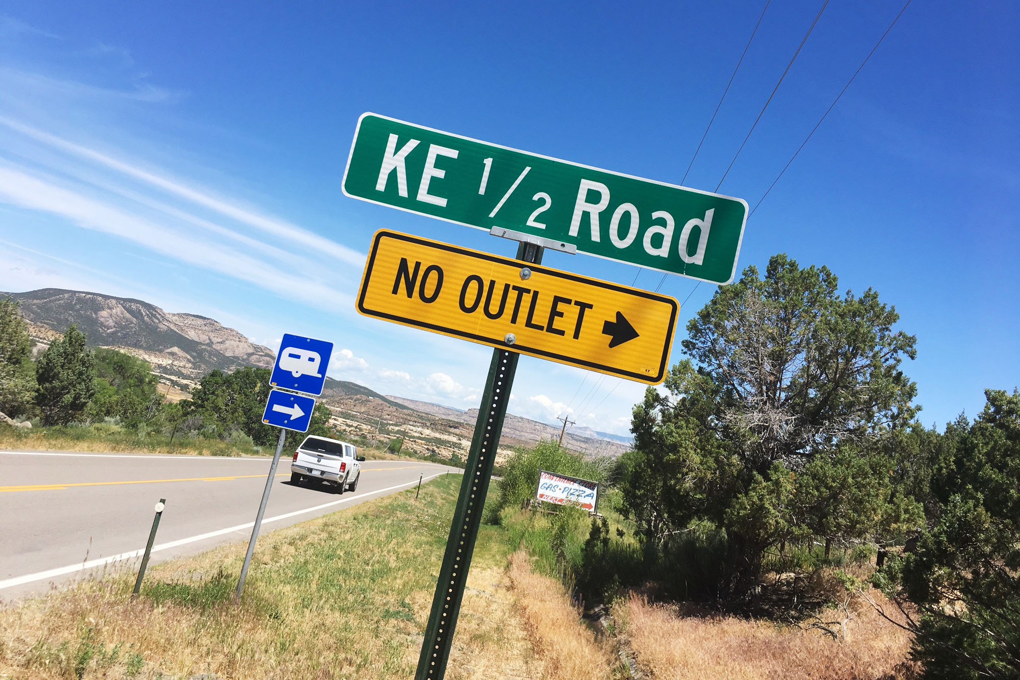 <p>A classic street sign with a fraction name in Mesa County.</p>
