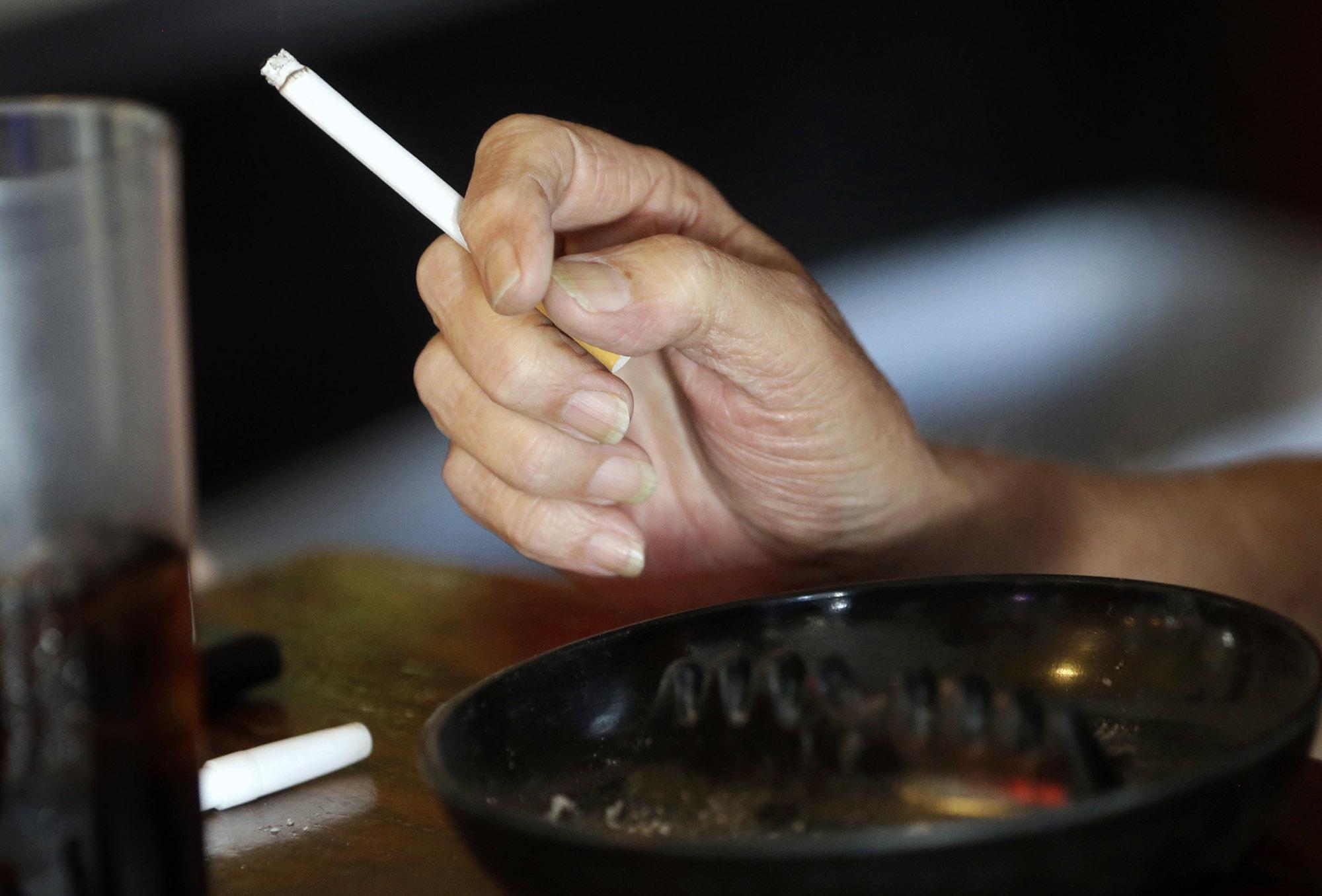 smoking-cigs