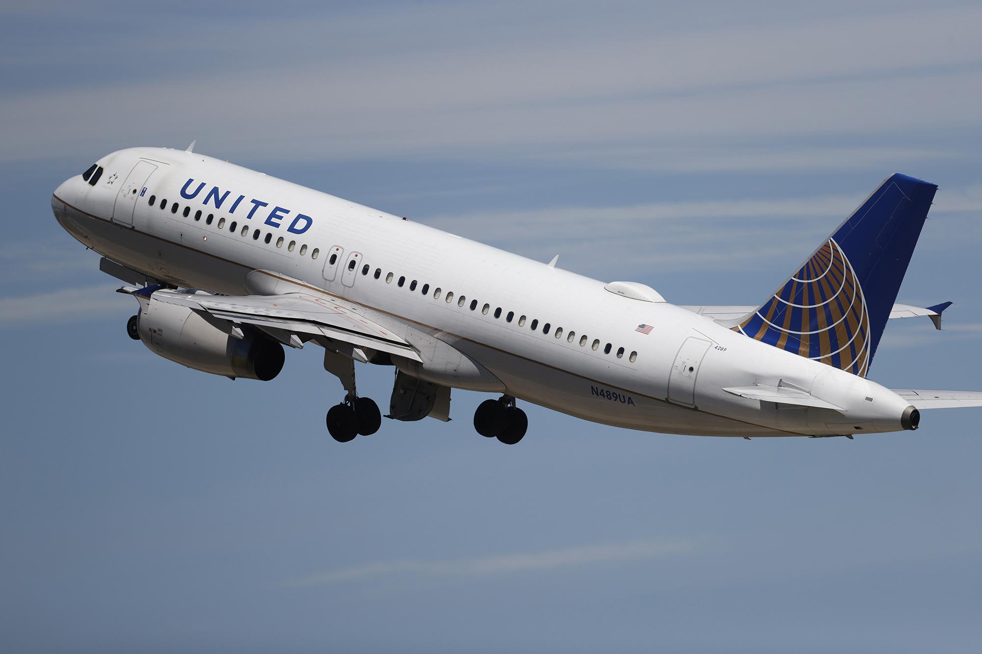 denver international airport,united airlines,r m