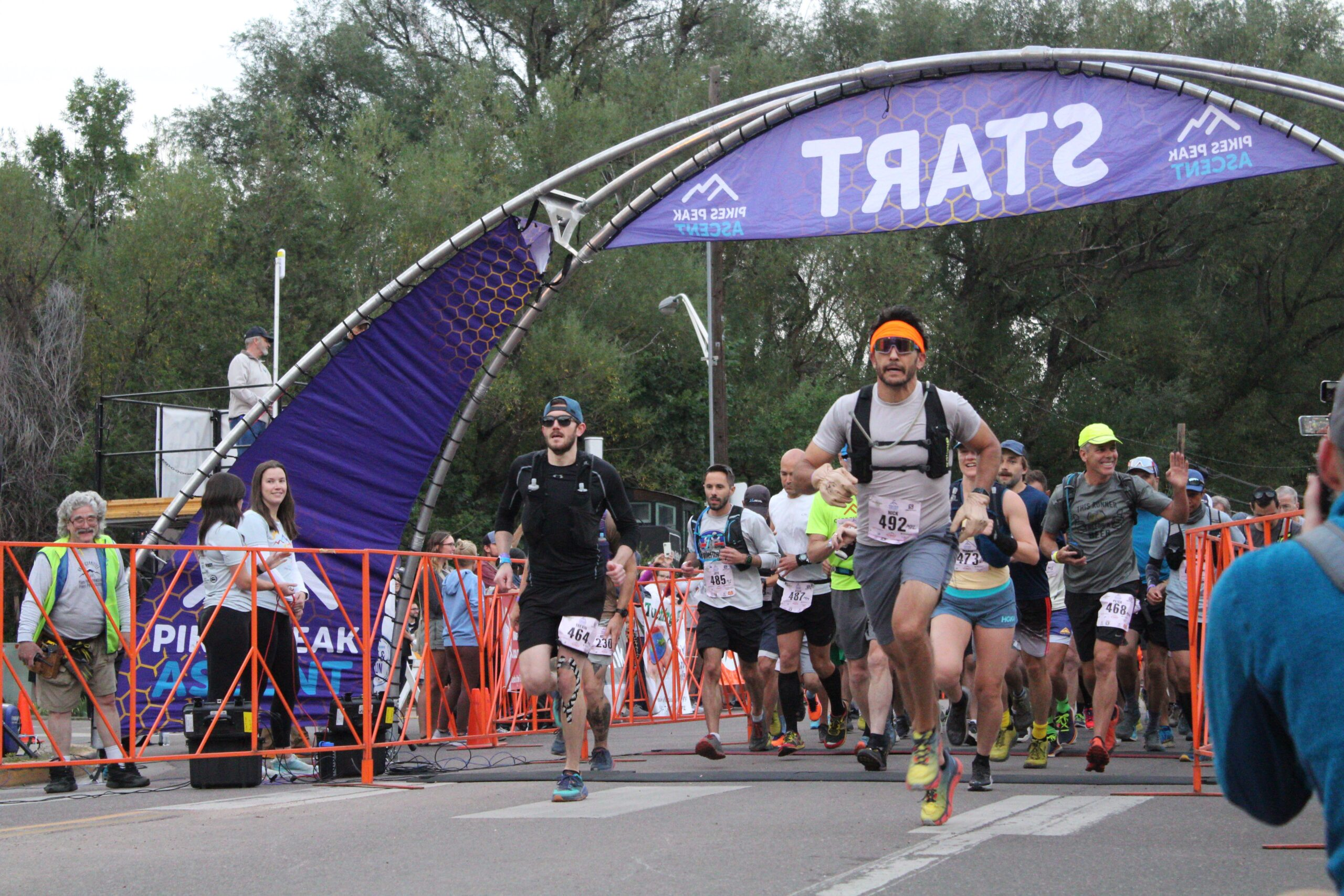 A wave of runners starts their ascent up Pikes Peak.