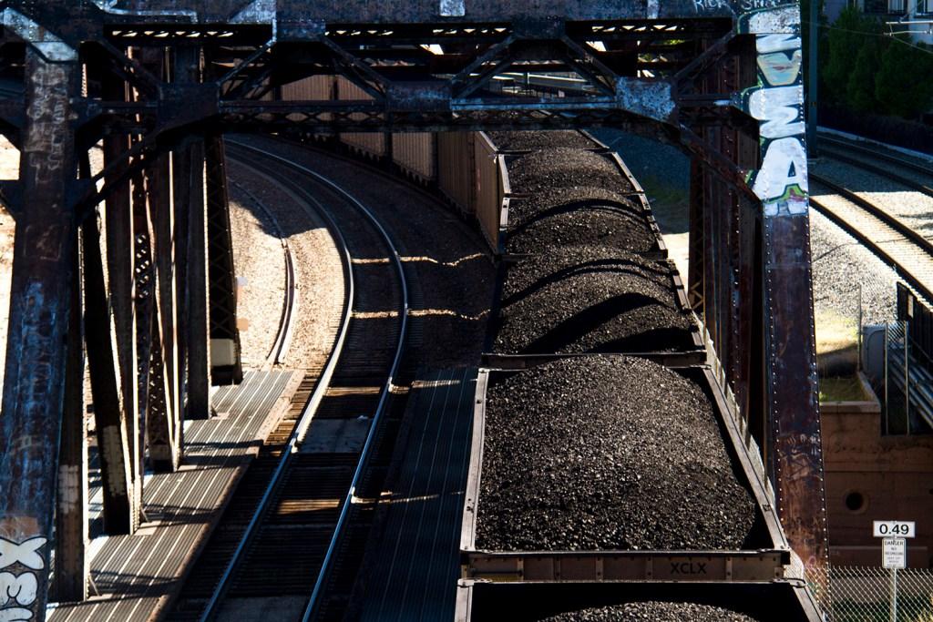 A halted coal train under Speer Boulevard. (Kevin J. Beaty/Denverite)