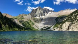 Snowmass looms over Snowmass Lake. (Andrew Kenney/Denverite)