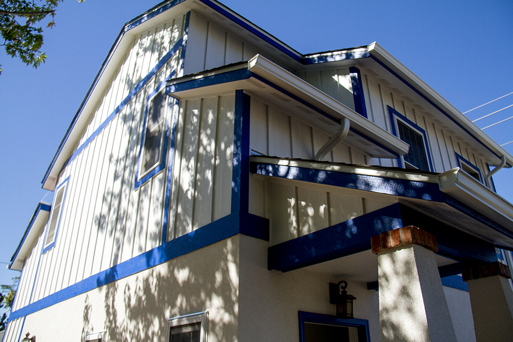 """The """"granny flat"""" or accessory dwelling unit that Mara Owens and Andrew Gehauf built behind their home in Overland. (Kevin J. Beaty/Denverite)  residential; real estate; construction; adu; kevinjbeaty; denver; denverite; colorado; home; house; granny flat"""