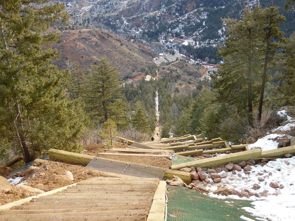 The view down Manitou Incline. (lxbrian/CC4.0/Wikimedia Commons)