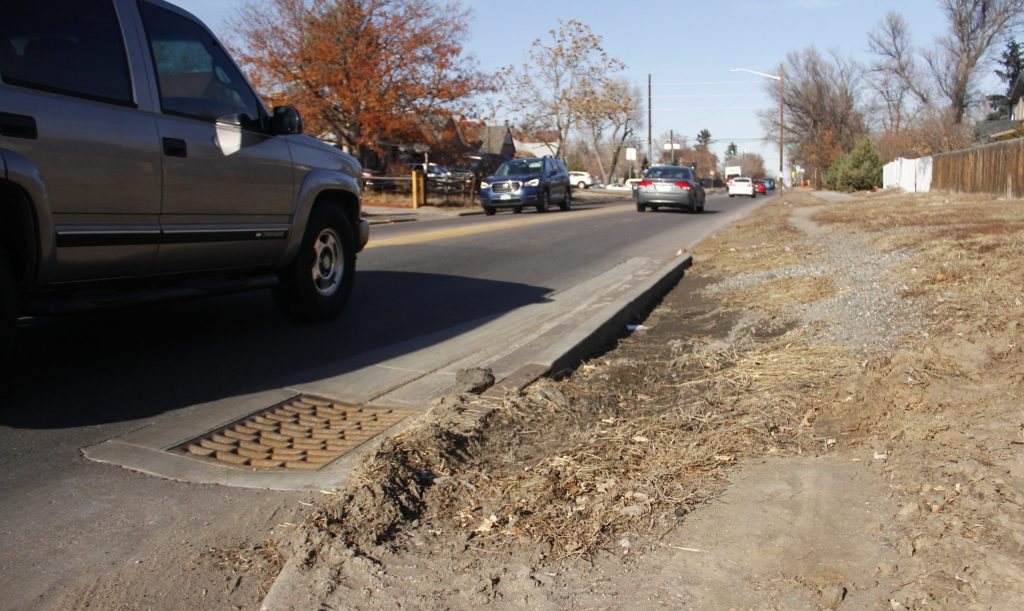 A curb on Quebec Street near 17th Avenue on Monday, Dec. 16, in Denver. (Esteban L. Hernandez/Denverite)