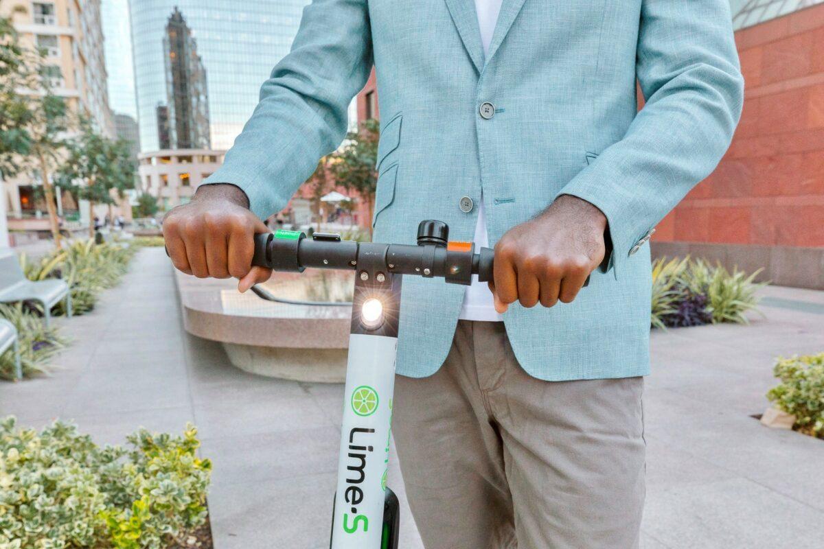 La app Lime, viajar en scooter