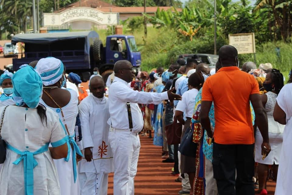 Au Gabon, la police encercle des églises pour empêcher la reprise des messes