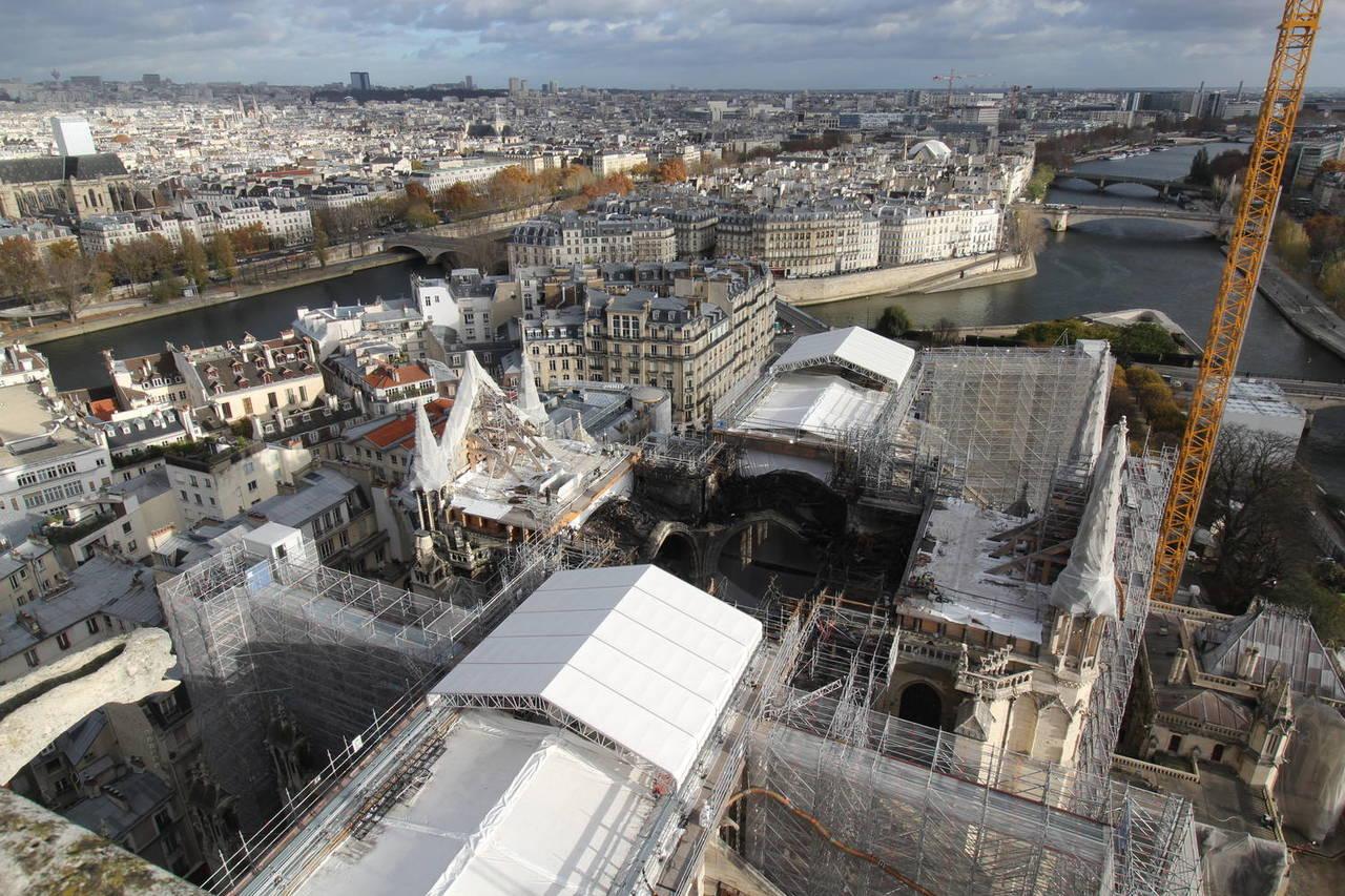 Démonté, l'échafaudage calciné ne menace plus Notre-Dame de Paris