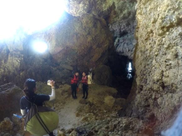 青の洞窟入り口